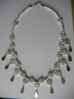 Necklace in white
