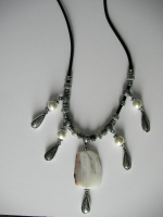 Necklace with agate