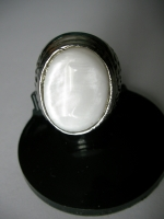 Ring white mother of pearl