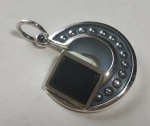 Silver pendant medallion quarter arc with balls onyx