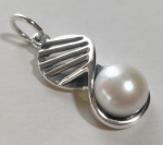 Silver pendant medallion eight lattice with pearl