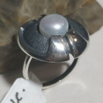 Silver ring pearl