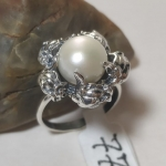 Silver ring pearl with roses