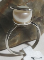 Silver ring spiral with pearl