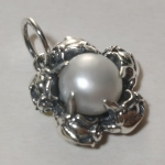 Silver pendant medallion pearl with roses